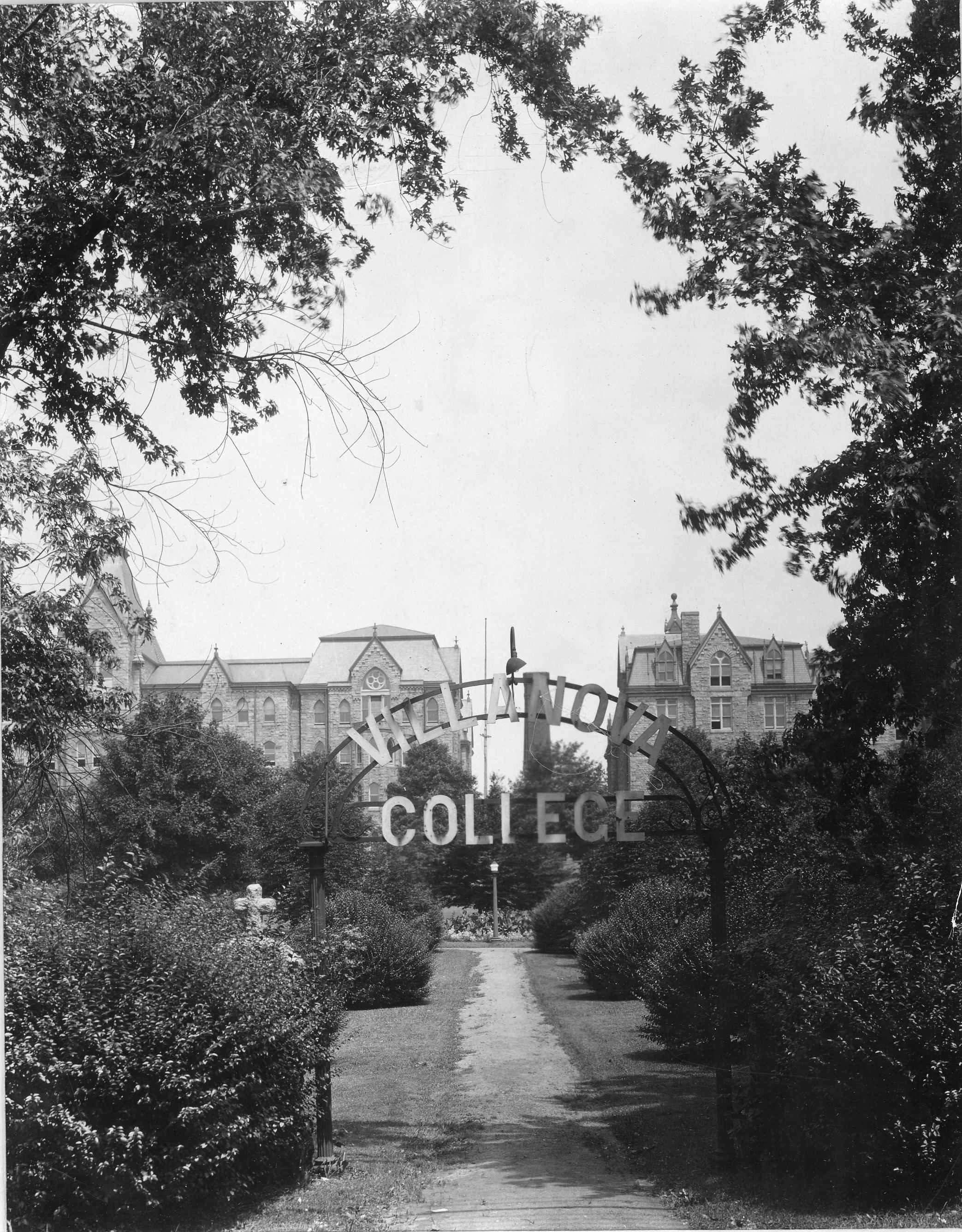 Villanova College gate on Lancaster Avenue, 1920s.